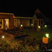 Tuin met verlichting